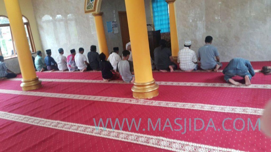 hasil pemasangan karpet masjid